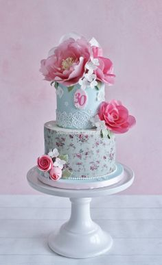 Shabby chic wafer paper flower cake - I made a shabby chic cake with wafer paper flowers for a friend of mine who turned 30 today.