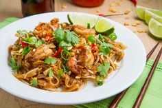Pad Thai - Gotta try this. I love Pad Thai without the peanuts and add bean sprouts. Thai Recipes, Seafood Recipes, Asian Recipes, New Recipes, Cooking Recipes, Healthy Recipes, Yummy Recipes, Healthy Breakfasts, Healthy Snacks