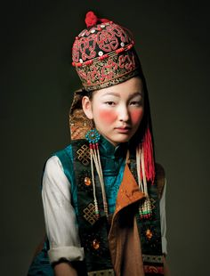 portrait, regard, couleurs Back from the past by Goodali Magazine, via Behance Costume Ethnique, Portrait Photography, Fashion Photography, Ethno Style, People Of The World, Ethnic Fashion, Asian Fashion, Mode Inspiration, World Cultures