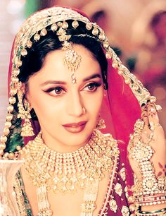 Madhuri Dixit in Devdas, epitome of old Bollywood glamour Madhuri Dixit, Bollywood Makeup, Bollywood Fashion, Bollywood Actress, Bollywood Jewelry, Indian Wedding Jewelry, Indian Bridal, Indian Weddings, Indian Jewelry