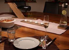 🍷Leckeres Essen und gute Stimmung - Weinkisten Adventskranz - Geschenke 😍🍷 Was braucht es für ein tolles Dinner? Freunde und Familie, natürlich gutes Essen und Trinken und die Kombination aus Raum, Licht und Dekoration. Für letzteres haben wir tolle Ideen, die alle aus dem Holz von alten Weinkisten und Weinfässern gefertigt wurden - ein junges Startup, das sich der stilvollen Weinlagerung verschrieben hat.