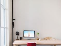 Page 11 – Workspace and home office inspiration. Workspace Design, Office Workspace, Minimal Desk, Small Office Design, Study Room Design, Simple Desk, Minimalist Office, Cool Office, Office Ideas