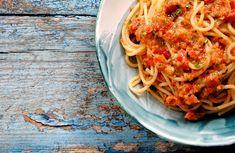 Il Pesto Pantesco è una specialità della cucina pantesca. Ecco come preparare questa semplice ma gustosa ricetta e dove acquistare il prodotto migliore.