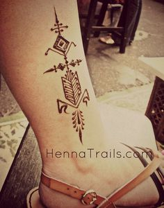 Geometric henna via Flickr by Kristy McCurry (Henna Trails)