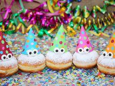 Mit guten Vorsätzen ins neue Jahr. Mach doch gleich den Anfang mit einem Lowcarb Berliner Pfannkuchen Krapfen. Ohne schlechtes Gewissen ins neue Jahr!