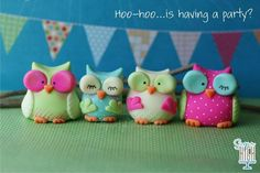 Cute fondant owls Diy Fimo, Fimo Clay, Polymer Clay Projects, Polymer Clay Creations, Polymer Clay Crafts, Fondant Owl, Fondant Animals, Cake Fondant, Owl Cake Toppers
