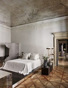 Why Architect Vincenzo De Cotiis Loves His Milan Palazzo More Than Ever - Galerie Palazzo, Philippe Starck, Luxury Furniture, Furniture Design, Milan, Vincenzo De Cotiis, Empire, Dining Table Design, World Of Interiors