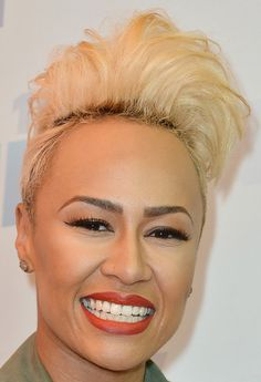 Emeli Sande Fauxhawk - Emeli Sande showed off her rockin' style with this platinum blonde fauxhawk. Short Hairstyles For Women, Cool Hairstyles, Short Hair Cuts, Short Hair Styles, Pixie Cuts, Emeli Sande, Tapered Hair, Relaxed Hair, Love Hair