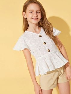 To find out about the Girls Button Detail Flutter Sleeve Schiffy Peplum Top at SHEIN, part of our latest Girls Blouses ready to shop online today! Kids Outfits Girls, Girls Fashion Clothes, Tween Fashion, Fashion Outfits, Fashion Trends, Moda Junior, Dressy Outfits, Cute Outfits, Tween Mode
