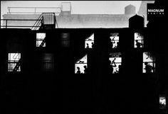 Eugene Smith, Jazz Loft, ca. black-and-white photograph. Courtesy of the Heirs of W. Eugene Smith and the W. Eugene Smith Archive at the Center for Creative Photography at the University of Arizona. Stephen Shore, Cindy Sherman, Kansas, Okinawa, Batalha De Iwo Jima, Tucson, Creative Photography, Street Photography, Vintage Photography