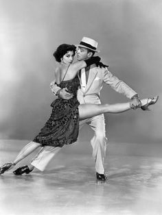 Cyd Charisse and Fred Astaire. Not a huge fan of Charisse, but I love Fred Astaire and this is a great picture! Fred Astaire, Vintage Hollywood, Hollywood Glamour, Classic Hollywood, Shall We Dance, Lets Dance, Cyd Charisse, Cinema Tv, Foto Poster
