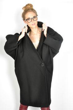 1980's Cocoon Coat 80s Fashion, Paris Fashion, Vintage Fashion, Womens Fashion, Cocoon Coats, Vip Fashion Australia, International Clothing, Empire Style, Vintage Jacket