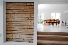 Huset vårt består av tømmervegger lik de avbildet her. Dessverre er øksa blitt brukt på tømmeret i flere rom, så det er begrenset h...