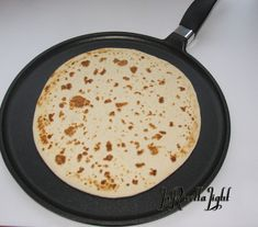 pizza - Piadina all'acqua Light Healthy Meals To Cook, Healthy Cooking, Healthy Snacks, Healthy Recipes, Cooking For One, Easy Cooking, Cooking Recipes, Cooking Oil, Cena Light