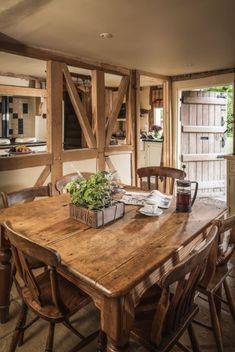 Pollyanna Cottage in den Cotswolds - Fachwerkhaus / Bauernhaus English Cottage Interiors, Rustic Home Interiors, Cotswold Cottage Interior, Cottage Living Rooms, Cottage Homes, Country Cottage Kitchens, Wood Cottage, Cottage In The Woods, Garden Cottage