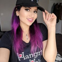 Cap Girl, Fashion Bloggers, Hair Color, T Shirts For Women, Long Hair Styles, Photo And Video, Girls, Beauty, Instagram