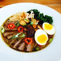 Saras madunivers: Ramen suppe med oksekød, svampe og grønkål.