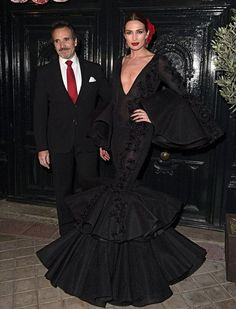 Nieves Álvarez y Marco Severini Spanish Woman, Spanish Style, Spanish Dress Flamenco, Flamingo Dress, Haute Couture Gowns, Spanish Fashion, Mexican Style, Pretty Dresses, Balmain