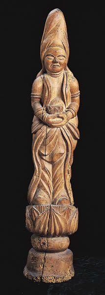 【山口・定念寺/観世音菩薩立像(江戸)】像高は98cm。銀杏の竪一材から彫出されている。木喰五行上人作。1799(寛政11)年頃に、元は西念寺呼ばれていた本尊の阿弥陀如来の脇侍として彫像、安置されたものと考えられている。 Japanese Monk, Buddha, Sculpture, Statue, Reflection, Art, Sculptures, Sculpting, Carving