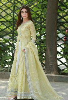 Maya Ali wearing beautiful shalwar kameez with dupatta Asian Wedding Dress Pakistani, Pakistani Dresses Casual, Pakistani Dress Design, Indian Dresses, Indian Outfits, Shadi Dresses, Dress Outfits, Fashion Dresses, Kurta Designs Women