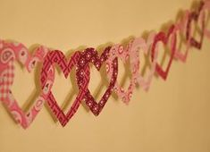 Croissant e lavanda: Szívgirland Brick Crafts, Heart Garland, Cut Canvas, Paper Houses, Preschool Art, Handmade Crafts, Bunting, Valentines Day, Valentine Ideas
