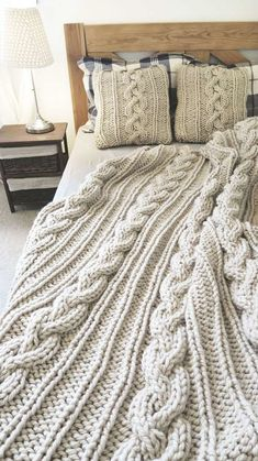 Crochet Quilt, Crochet Pillow, Woolen Craft, Cable Knit Blankets, Quick Knits, Home Decor Bedroom, Bed Spreads, Pillows, Knitting