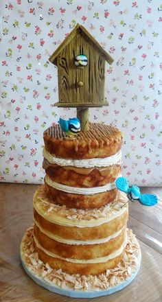 Use an embossing folder to create a beautiful dimensional wood grain effect on modelling paste. Then turn it into a cake topper for this fantastic Birdhouse Celebration Cake! Edible Creations, Cake Making, Edible Art, Birdhouse, Celebration Cakes, Embossing Folder, Let Them Eat Cake, How To Make Cake, No Bake Cake