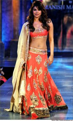The Fiery Orange Bollywood Bridal Lehenga Mode Bollywood, Bollywood Bridal, Bollywood Fashion, Bollywood Style, Priyanka Chopra, India Fashion, Fashion Week, Asian Fashion, Punk Fashion