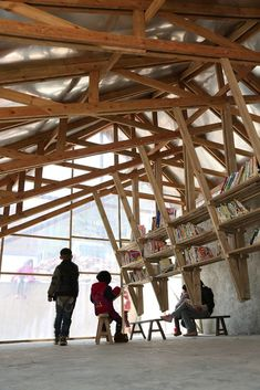 The Pinch Library And Community Center / Olivier Ottevaere + John Lin. Courtesy of Olivier Ottevaere + John Lin Bamboo Structure, Timber Structure, Building Structure, Timber Architecture, Timber Buildings, Architecture Details, Timber Roof, Roof Trusses, Exposed Trusses