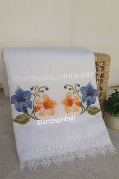 Bargello, Machine Embroidery, Cross Stitch, Crochet, Bath Towels & Washcloths, Hand Towels, Decorative Towels, Craft Rooms, Diy And Crafts