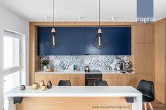 NOWOCZESNY APARTAMENT Z TAPICEROWANYM SIEDZISKIEM - Kuchnia, styl nowoczesny - zdjęcie od magma pracownia wnętrz blue kitchen | ideas | kitchen inspiration | patchwork | decoration | design | scandi | modern | industrial style