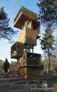 Стены башни выполнены из половинок бревен  деревьев, выращенных в окружающих башню лесах. Смотровая башня от Ательерин Архитектен (Ateliereen Architecten). Реусель, Голландия.viewing-tower-by-atelier-een-architecten-02a В Голландии более 50 точек, обозначенных на карте, являются образцами прекрасного освоения природного ландшафта.  Посетителям  рекомендуется парковать свои автомобили вдали от этих мест, а затем исследовать природу пешком, на горных велосипедах, в конных прогулках.