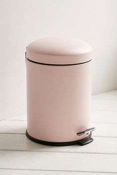 Pink Trash can for GLAM room. Bino Mini Trash Can Rose Gold Room Decor, Rose Gold Rooms, Pink Home Decor, Pink Bathroom Decor, Gold Bedroom Decor, Gold Bathroom, Bathroom Bin, Cute Room Decor, Aesthetic Room Decor