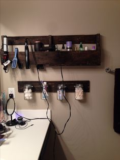 My new bathroom pallet shelves!!