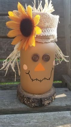 Creative Diy Mason Jar Crafts Ideas For A Beautiful Fall Decor 04 Fall Mason Jars, Mason Jar Gifts, Mason Jar Diy, Mason Jar Christmas Crafts, Jar Crafts, Holiday Crafts, Felt Crafts, Halloween Crafts, Halloween Decorations