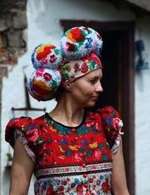 Giant pom pom headdress in Hungarian, Matyo Folklore, Hungarian Embroidery, Textiles, Folk Costume, Looks Cool, Headgear, Traditional Dresses, Headdress, Fascinator