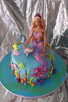 8 Mermaid Themed Birthday Cakes Mermaids are kind of a big deal right now with little girls. If your little one is asking for a mermaid party, then you will want to look through our list of 8 mermaid birthday cakes. Birthday Cakes Girls Kids, Barbie Birthday Cake, Mermaid Birthday Cakes, Mermaid Cakes, Themed Birthday Cakes, 5th Birthday, Birthday Ideas, Barbie Torte, Bolo Barbie