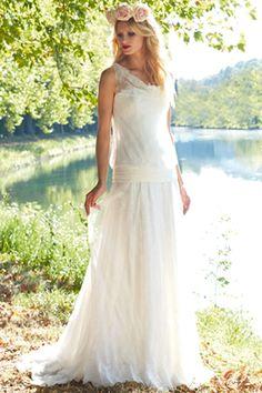 Une robe droite pour les morphologies rectangle : Comment choisir sa robe de mariée en fonction de sa morphologie ? - Journal des Femmes