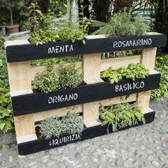 Herb Garden Pallet, Diy Herb Garden, Succulent Outdoor, Wood Pallet Recycling, Herb Planters, Window Planter Boxes, Outdoor Rooms, Garden Projects, Garden Landscaping
