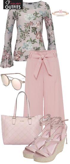 Wunderschön! <3 Das tolle Outfit ist perfekt geeignet für einen sonnigen Frühlingstag! Eine Culotte-Hose in Rosa, Blumenoberteil mit Trompetenärmeln und hohe Pieces Wedges machen den Look perfekt! #fashion #fashionista #inspiration #mode #kleidung #bekleidung #damen #frauen #damenkleidung #frühling #frühjahr #frauenoutfits #damenoutfits #outfit