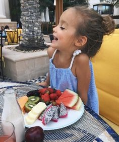 Tolles Obst Source by zosilvany Future Mom, Future Daughter, Cute Kids, Cute Babies, Baby Kids, Baby Baby, Foto Baby, Baby Sister, Baby Family