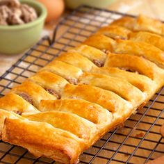 Here& a versatile, unbelievable good dessert that you can serve for breakfast or brunch too. It features tender puff pastry filled with sweetened cream cheese and candied pecans. It& even better served warm! Fun Desserts, Delicious Desserts, Yummy Food, Brunch Recipes, Breakfast Recipes, Tea Recipes, Candy Recipes, Holiday Recipes, Puff Pastry Recipes