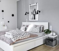 19 Minimalist home decor ideas - Classy and not basic Whether you want to minimize your space intake or you just like the aesthetic, minimalism has a lot of benefits. Here's a list of 19 minimalist home decor ideas. Room Ideas Bedroom, Home Decor Bedroom, Decor Room, Bedroom Inspo, White Bedroom Decor, Aesthetic Room Decor, Minimalist Home Decor, Minimalist Kitchen, Minimalist Living