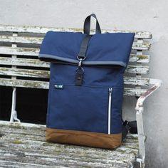 Diy Backpack, Small Bags, My Bags, Backpacks, Sewing, Leather, Macrame, Mens Holdall Bag, Handmade Fabric Purses