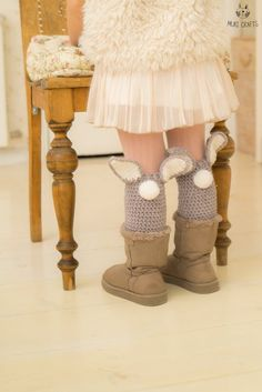 CROCHET PATTERN easy bunny leg warmers Coco These super cute bunny leg warmers are easy to make with medium weight yarn and basic stitches. Girls Leg Warmers, Baby Leg Warmers, Crochet Bunny Pattern, Easy Crochet Patterns, Knitting Patterns, Crochet Baby Blanket Beginner, Baby Knitting, Beginner Crochet, Crochet For Beginners