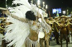 Elenco de Império grava cenas do desfile da novela na Sapucaí