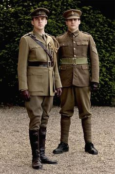 """""""Downton Abbey"""" - Matthew Crawley and Thomas Barrow - Page 76 In """"Dressing Downton"""" book. This picture is the one used for description of Matthew's soldier uniform form. Downton Abbey Costumes, Downton Abbey Movie, Downton Abbey Fashion, British Army Uniform, Men In Uniform, Gentlemans Club, Rob James Collier, Matthew Crawley, Sir Anthony"""