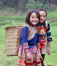 Filles H´mong fleuris - Vietnam. www.exoland-travel.com