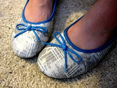 Phone Book Ballet Flats: Shannon Makes Stuff. Be sure to use fabric mod podge! Decoupage Shoes, Decoupage Ideas, Shoe Refashion, Shoes For School, Book Page Crafts, Earth Day Crafts, Phone Books, Diy Clothing, New Shoes