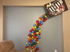 m&M candy balloon sculpture - Google Search Twin First Birthday, Baby Birthday, Birthday Brunch, Birthday Party Themes, Ice Cream Balloons, Balloon Wall, Balloon Party, Red Day, Candy Theme
